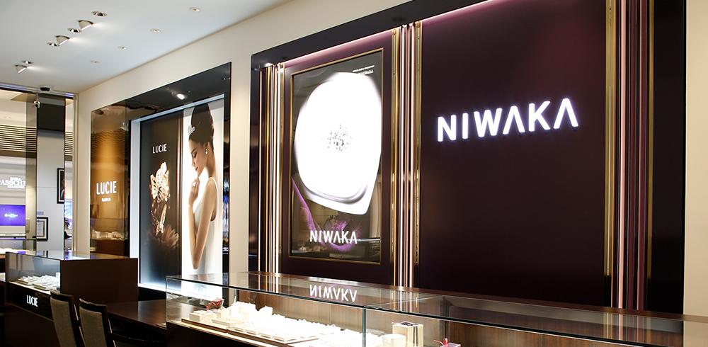 最新デザインの大型の「NIWAKA」サロンで世界観を体感