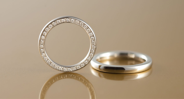 アームの両サイドにダイヤを連ねたゴージャスな「ベルセグレート」