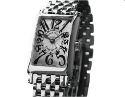 時計 時を刻む時計を記念として贈られています。お2人でペアウォッチとしてつけられる方もいらっしゃいます。