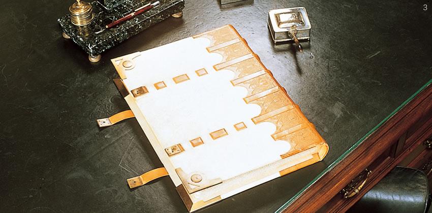 ロイヤル・アッシャー社には、「ゴールデンブック」と呼ばれる来賓名簿が保管されています。「ゴールデンブック」には、世界各国の王室、各国首脳などがご署名されており、世界のVIPの方々の署名が連ねられています。