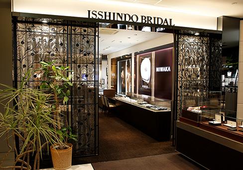 長野市ブルージュ一真堂店内|多数の結婚指輪・婚約指輪ブランドのショーケース