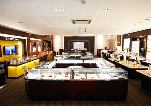 一真堂飯田本店では多数の結婚指輪・婚約指輪ブランドからお選びいただけます