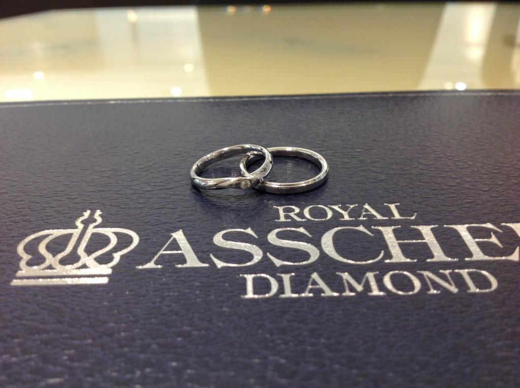 ロイヤルアッシャーダイヤモンドの結婚指輪をお作り頂きました。