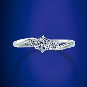 ロイヤルアッシャーの婚約指輪・結婚指輪お作り頂きました。