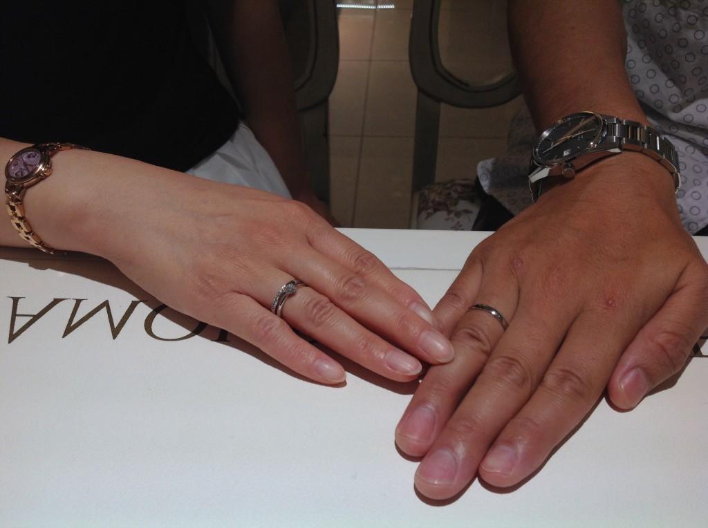 ロイヤルアッシャーダイヤモンドの婚約指輪・結婚指輪をお作り頂きました。