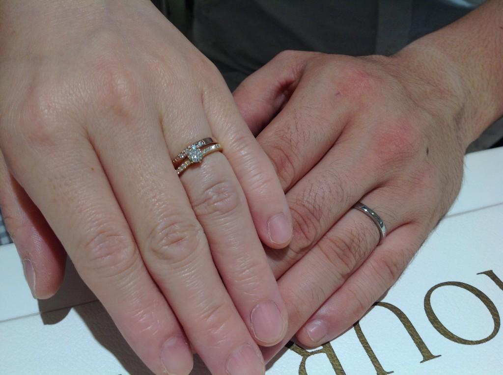 ロイヤルアッシャーの婚約指輪・結婚指輪をお作り頂きました。