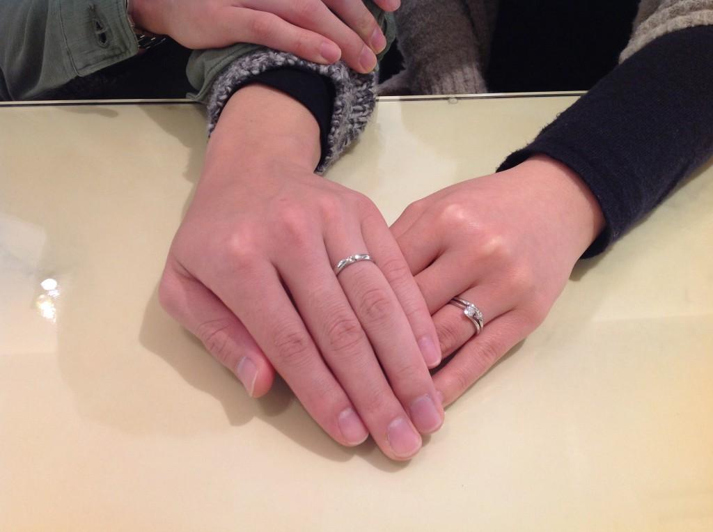 ロイヤルアッシャーの婚約指輪・俄の結婚指輪をお作り頂きました。