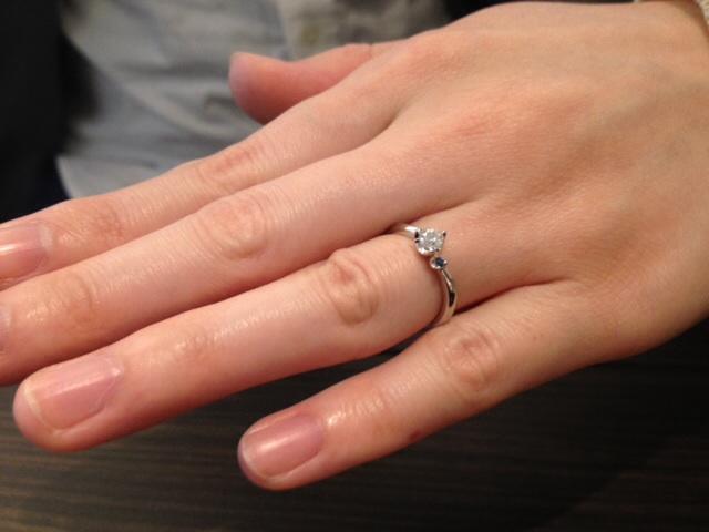 セミオーダーの婚約指輪をお作り頂きました。