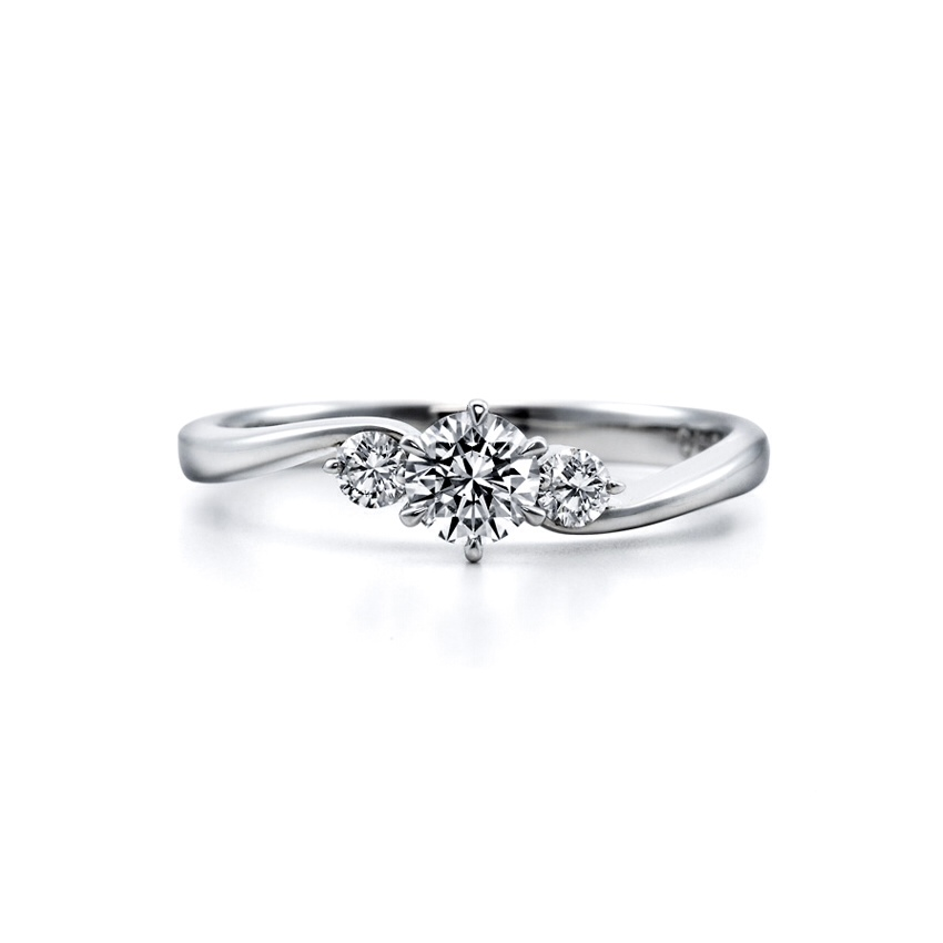 ロイヤルアッシャーのご婚約指輪・Cafe Ringのご結婚指輪をお作りいただきました