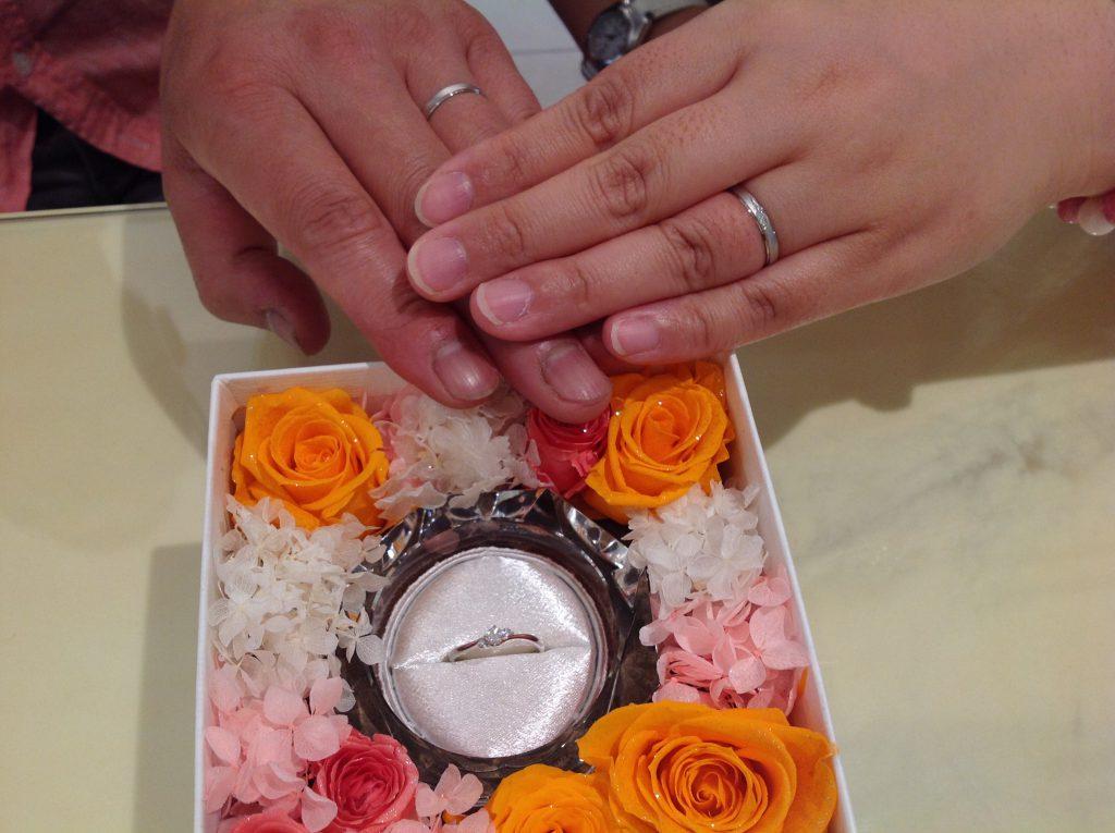 プティ婚約指輪・ノクルの結婚指輪をお作り頂きました。