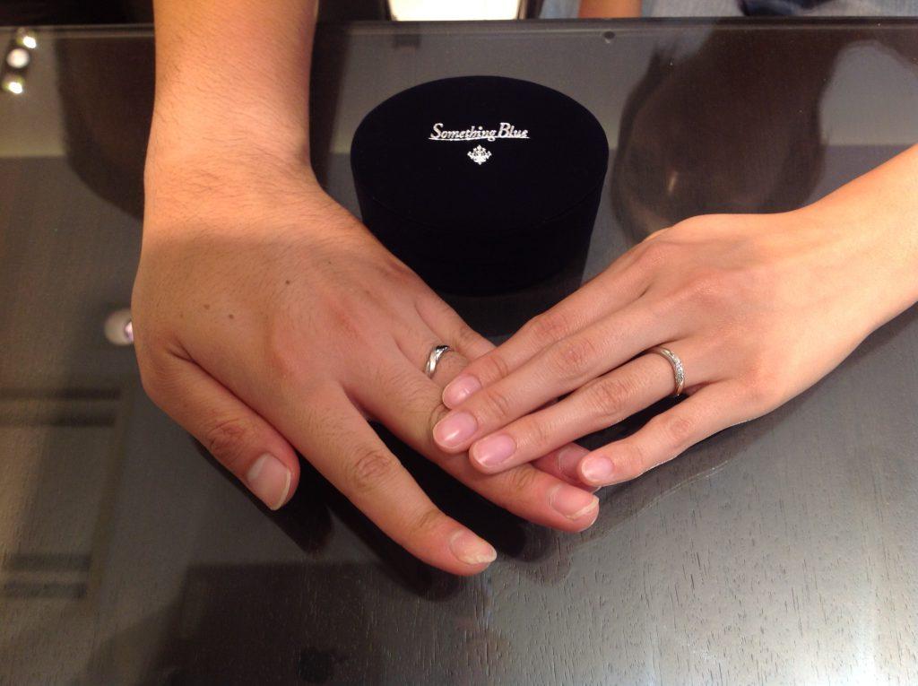 サムシングブルーの結婚指輪をお作り頂きました。