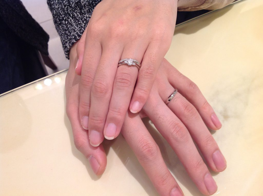シンデレラの婚約指輪・結婚指輪をお作り頂きました。