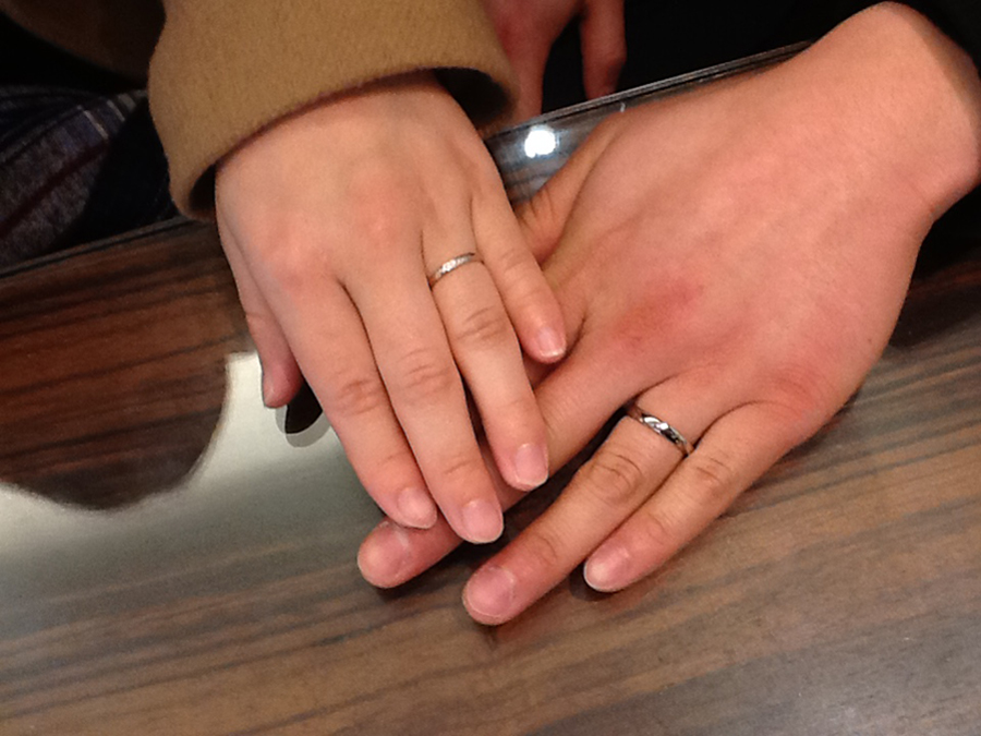 俄の結婚指輪をお作り頂きました。