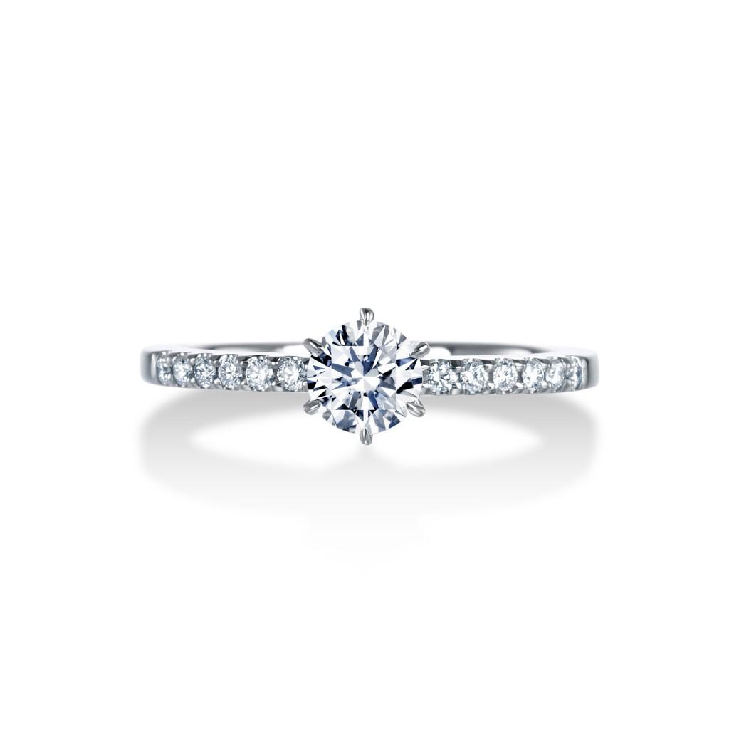 ROYAL ASSCHER(ロイヤルアッシャー)の婚約指輪をお作り頂きました。