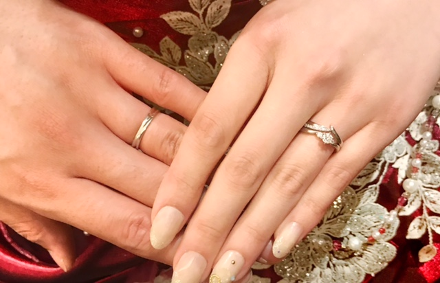 LUCIE(ルシエ)の婚約指輪・Mariage(マリアージュ)の結婚指輪をお作り頂きました。