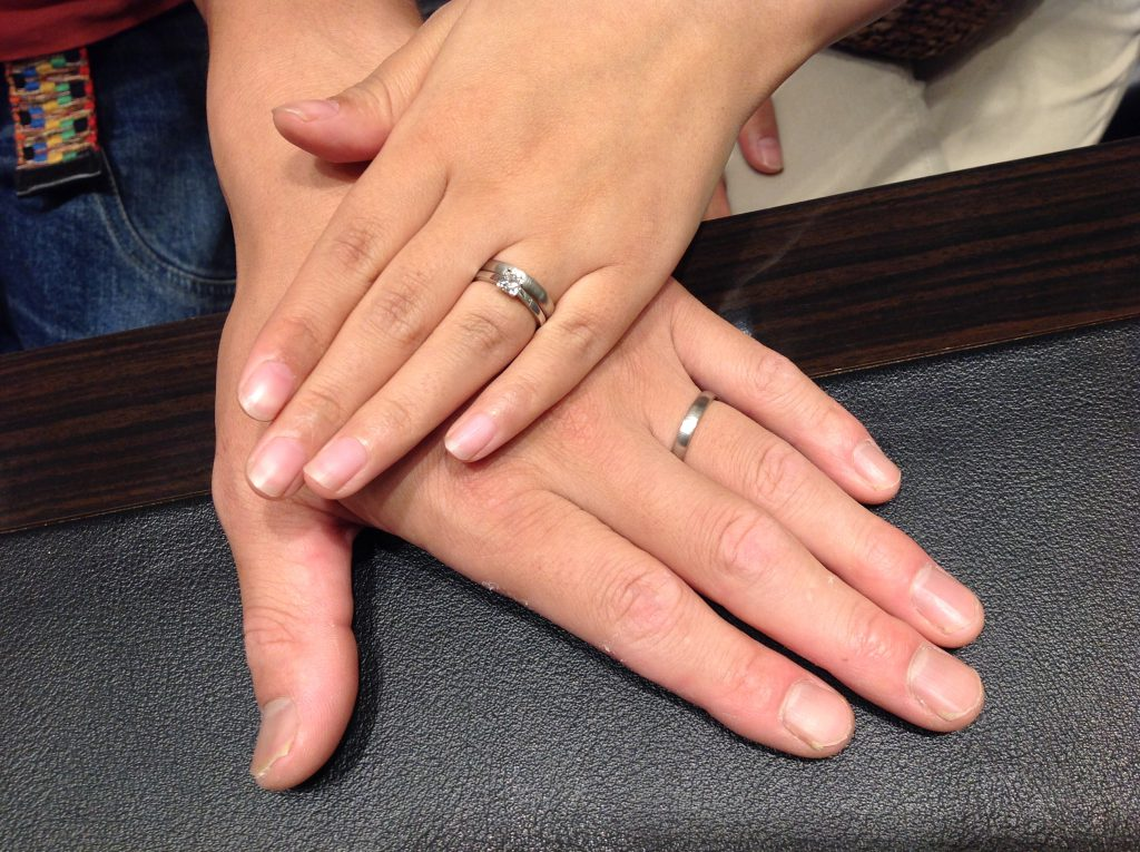 NIWAKA(ニワカ)の婚約指輪・結婚指輪をお作り頂きました。