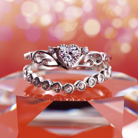 Emilie(エミリー)|Tiara(ティアラ) 婚約指輪